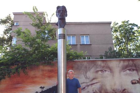 frank-zappa-monument.jpg